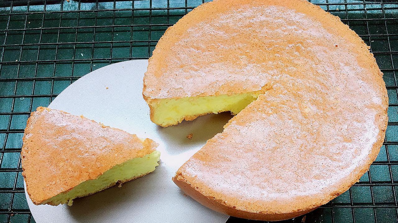 4个鸡蛋,1碗面粉,不加添加剂,简单3步,做出的蛋糕蓬松绵软