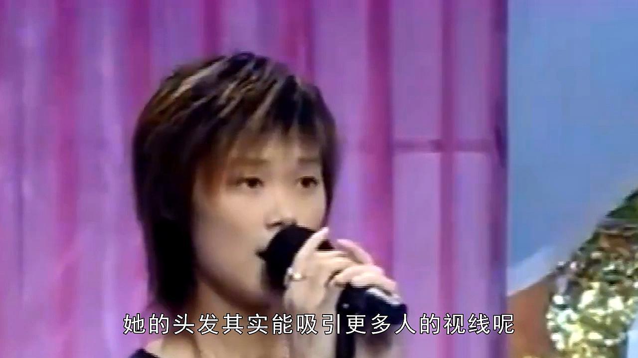 李宇春女排造型曝光,大长腿十分吸睛,头发却实力抢镜:太萌了!