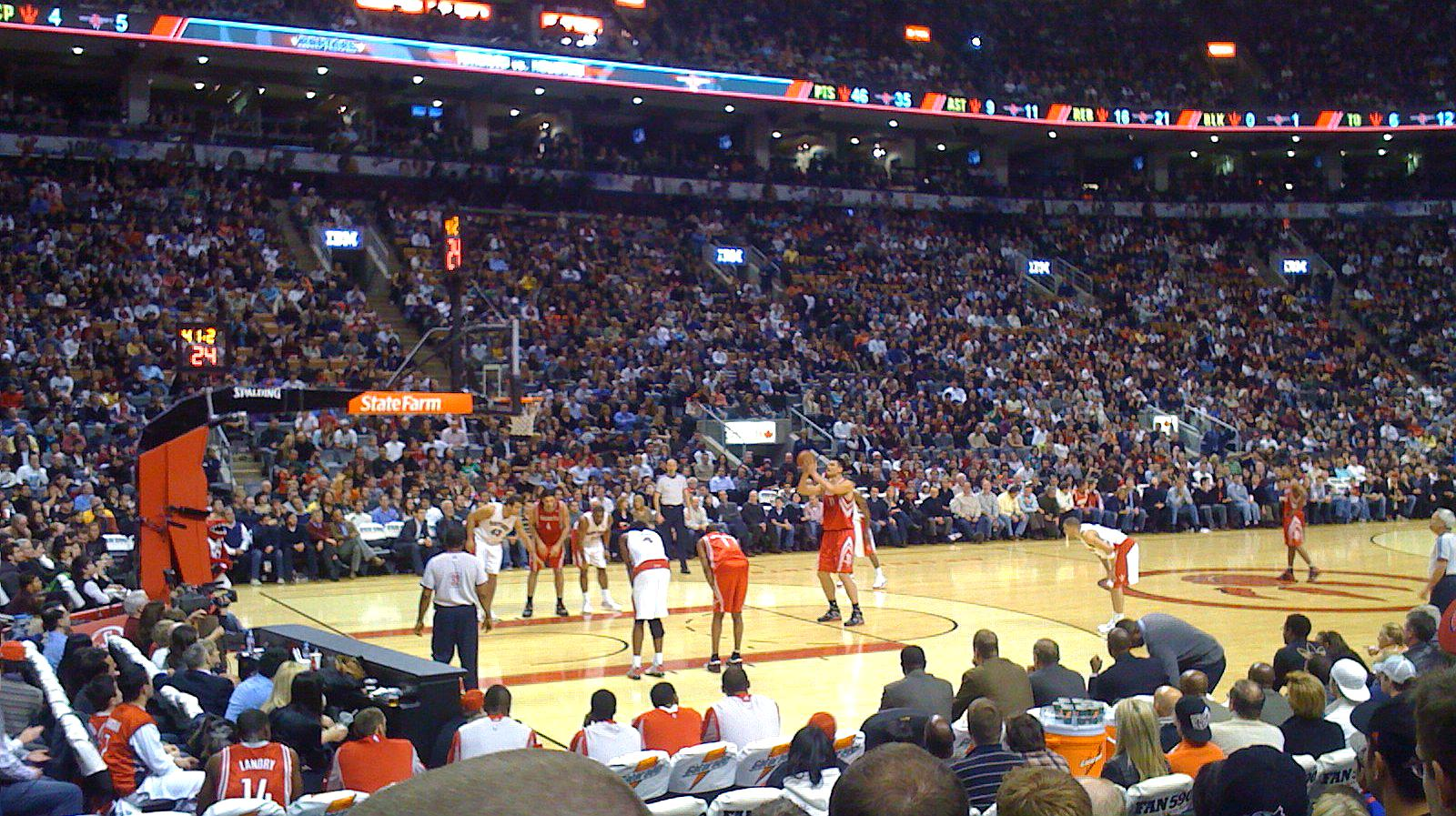 NBA中国赛上海站如期举行,场内座无虚席,NBA总裁:请多多理解