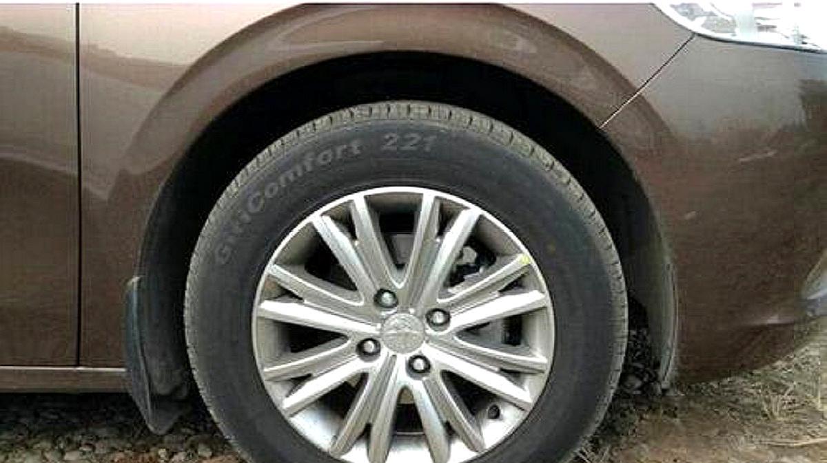 为什么汽车轮胎都没有内胎?老司机:大有学问,修车再也不被坑