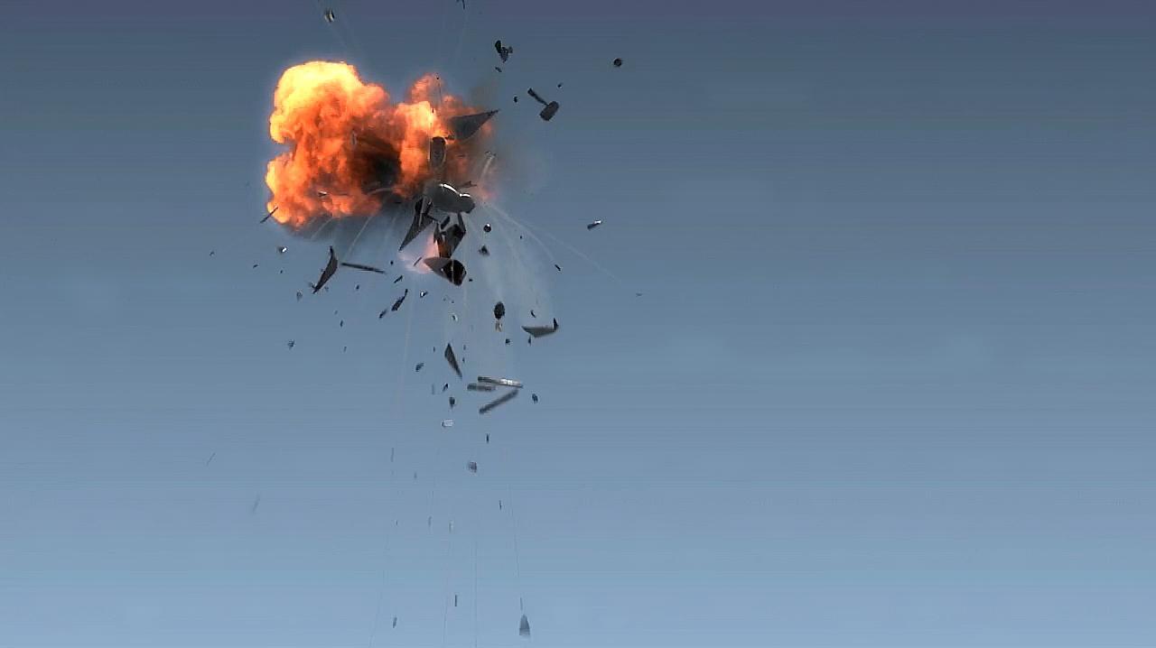 美军训练突发严重事故!一架F16德国离奇坠毁,战机部分燃油泄漏