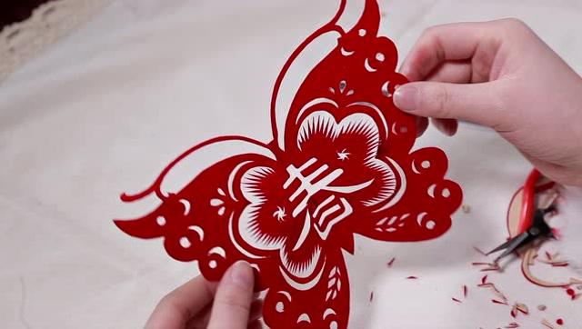 剪纸翅膀心形步骤图片