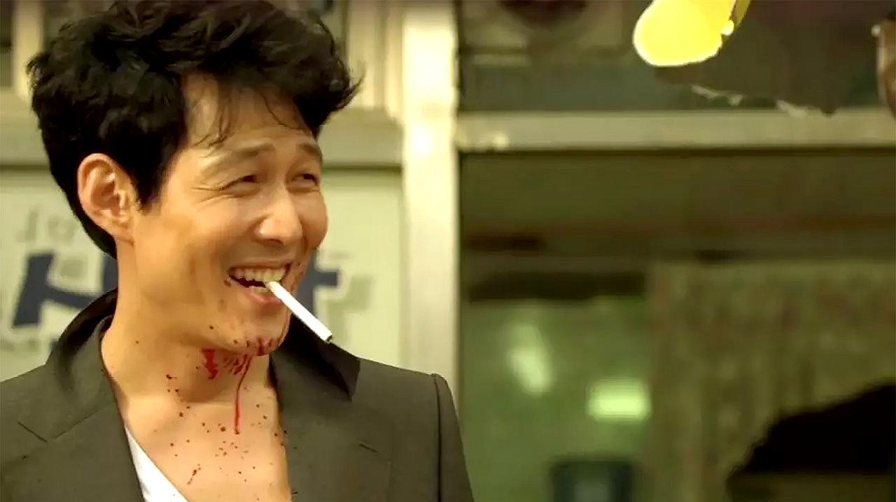 豆瓣8.7分电影,近十年韩国最好看的黑帮片,居然看得我又哭又笑