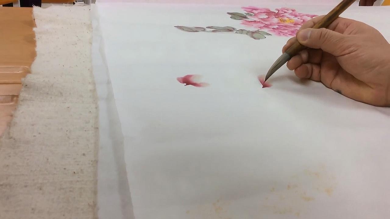 国画大师林坤英现场教学牡丹画法,栩栩如生,令人敬佩!