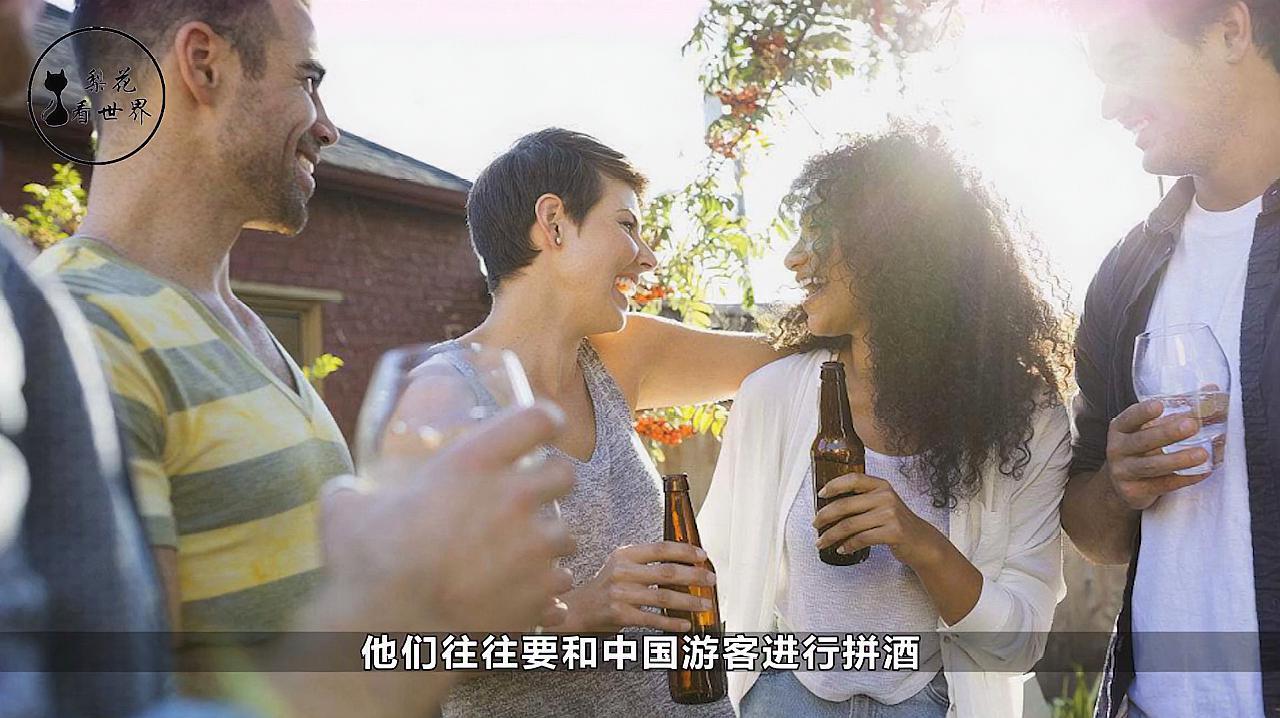 去俄罗斯旅游时,导游劝阻男游客不和当地女性喝酒?为什么?
