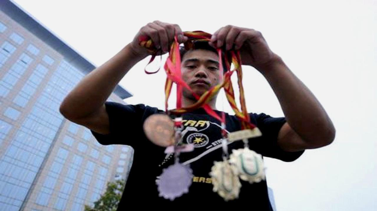 唏嘘!中国体操冠军曾为生计变卖奖牌,如今因盗窃再度被捕入狱