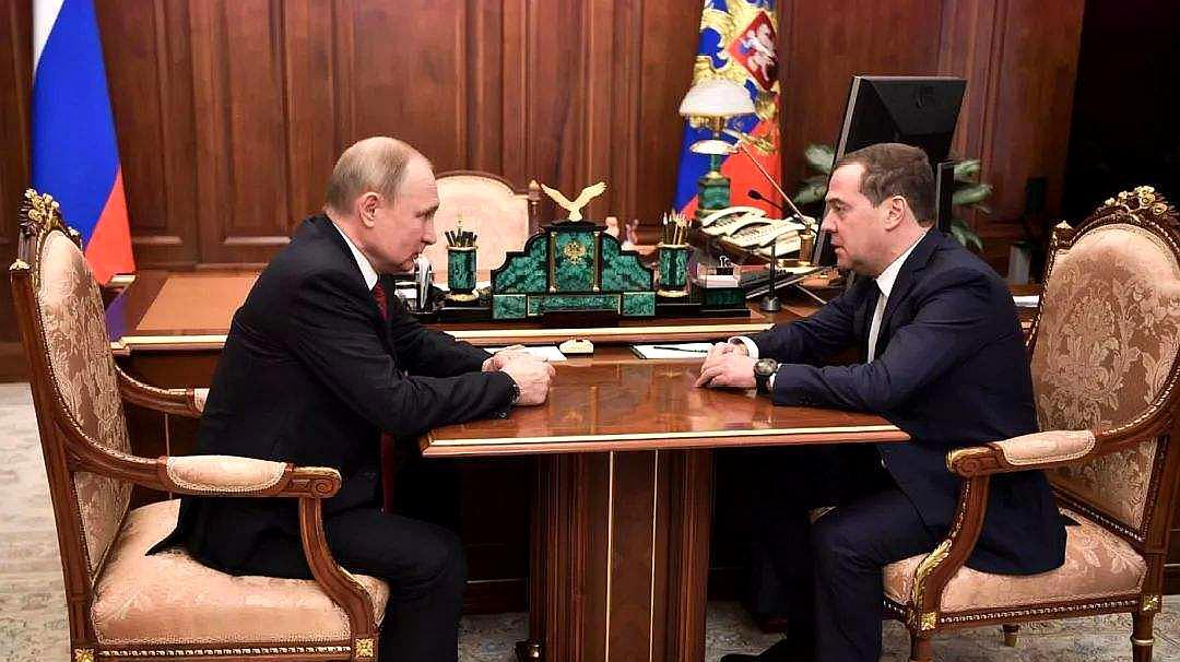 俄罗斯到底发生了什么,政府突然全体辞职!俄权力体制将巨变