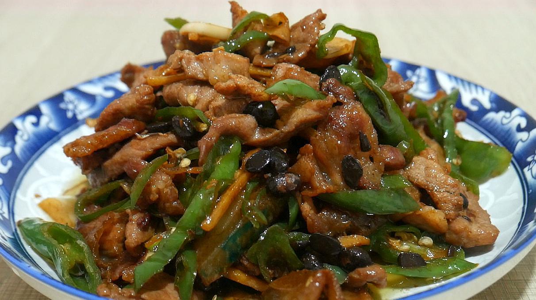 青椒炒肉是先炒青椒还是肉,很多人第一步就做错了,难怪不好吃