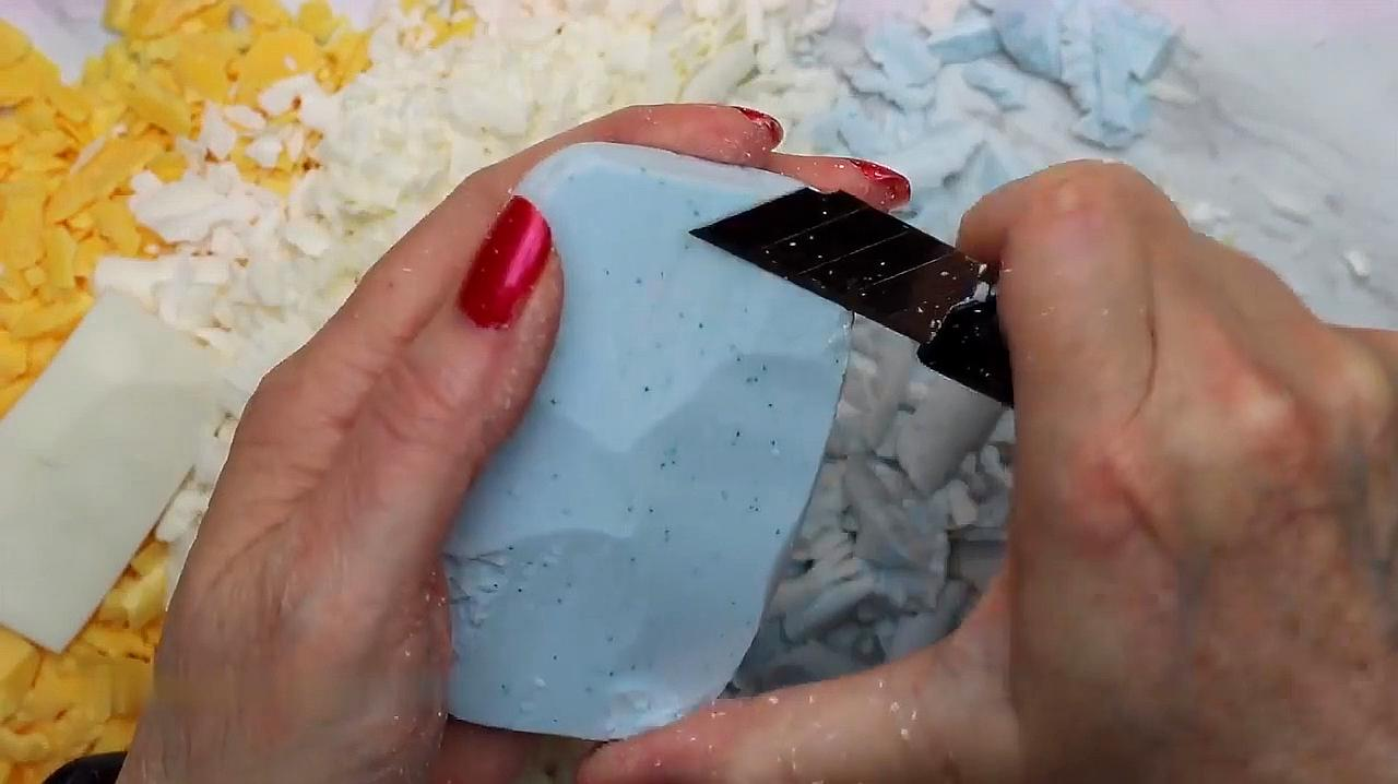 把三块好看的香皂一刀刀刮成香皂片,感觉异常满足,很解压!