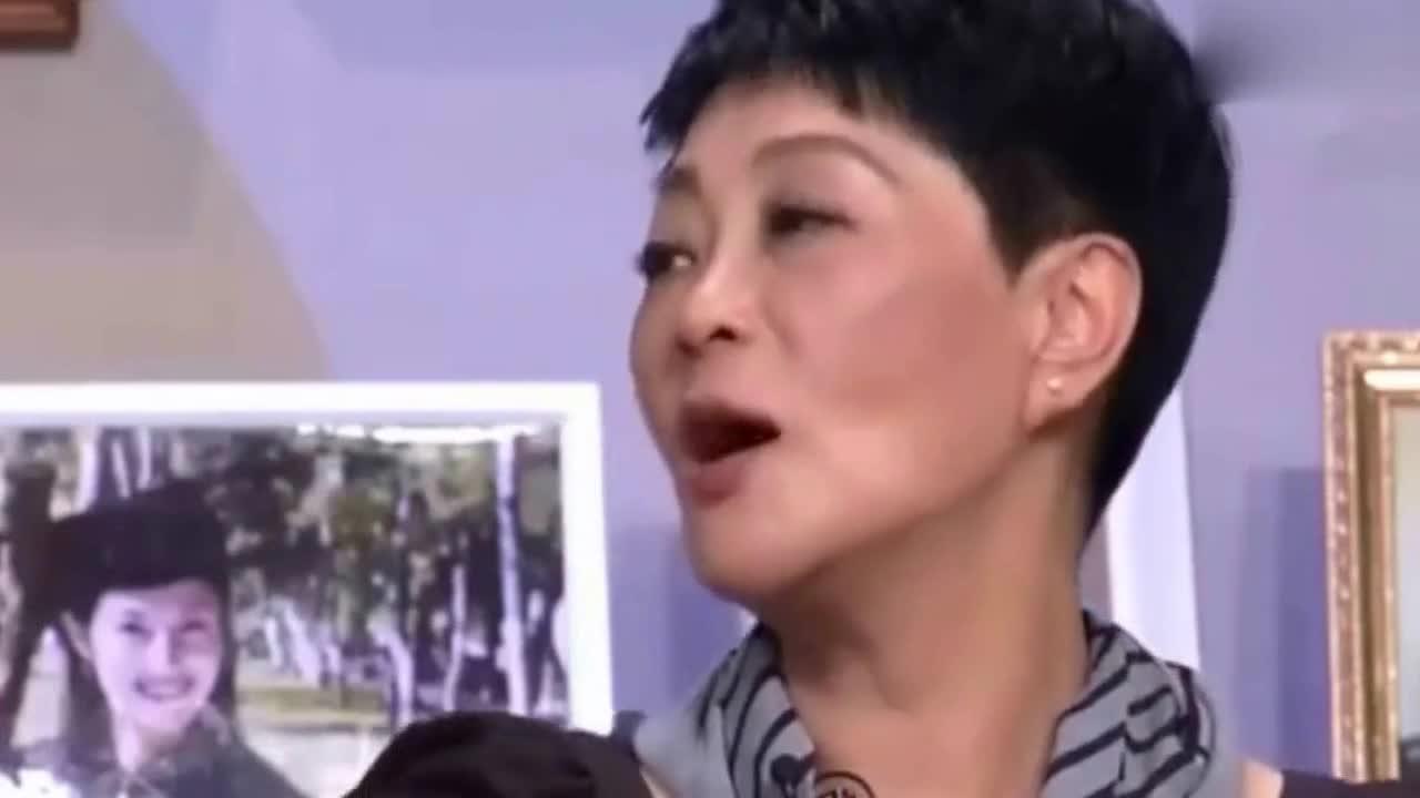 她曾8次上央视春晚,比宋丹丹还红,惨遭前夫抛弃消失10年