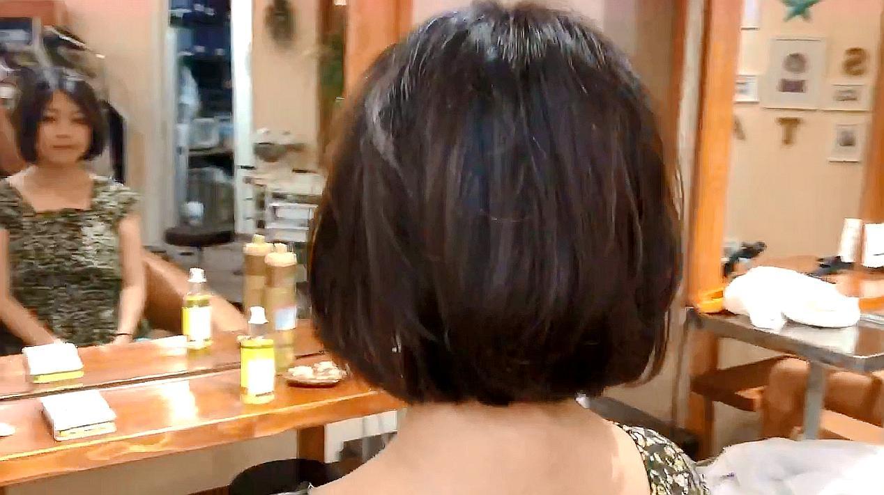 圆脸妹子长发嫌脸大,发型师直接剪成短内扣,减龄式瘦脸美翻了