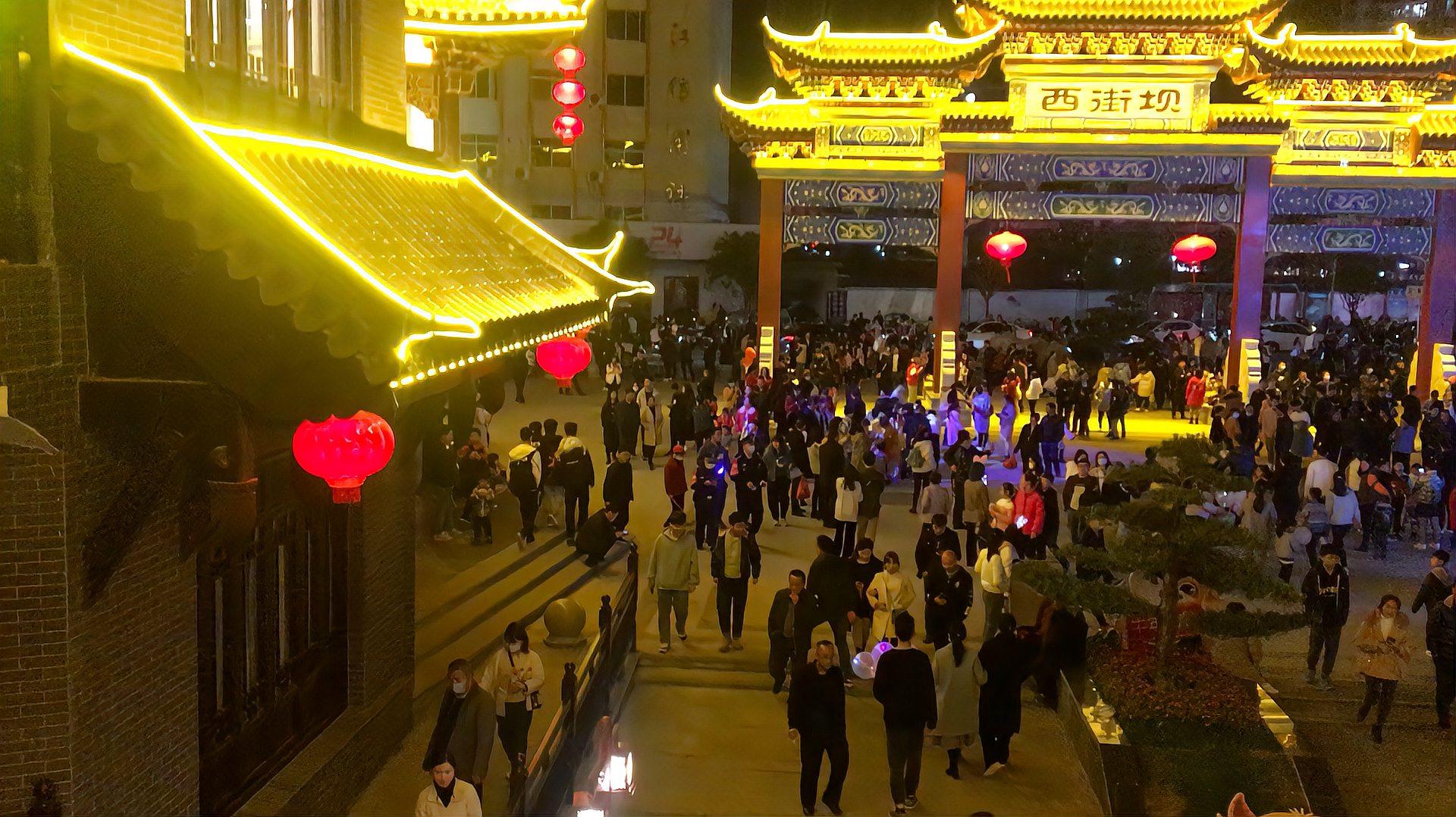 安远网红打卡地西街坝人山人海,人气爆棚,第一次见那么多人