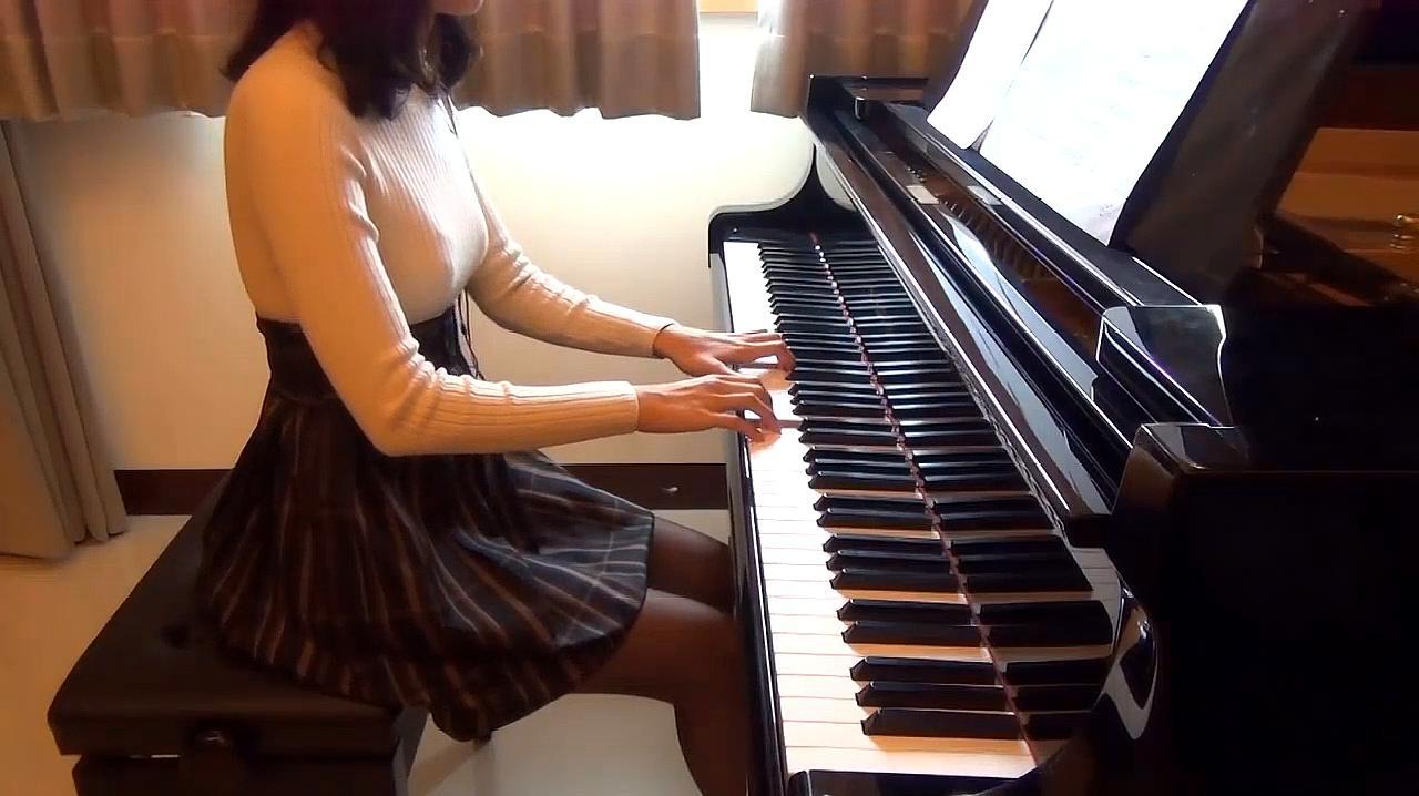 太好听了!美女弹的这首钢琴曲,我单曲循环了!