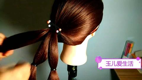 教你一款中长发的盘发技巧,简单快速,还显气质!图片