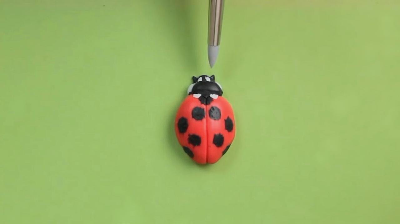 粘土手工制作的小瓢虫,简单又好玩,你也来试试吧