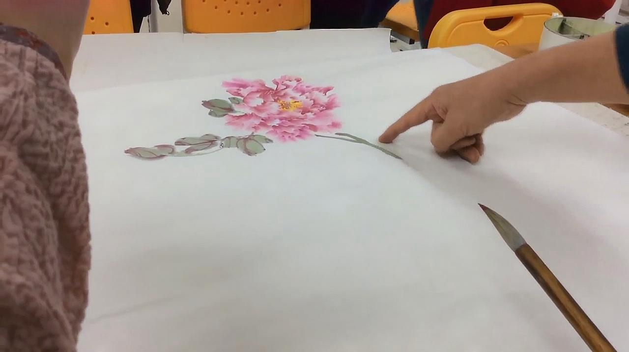 国画大师林坤英现场教学牡丹画法,栩栩如生,令人敬佩至极!