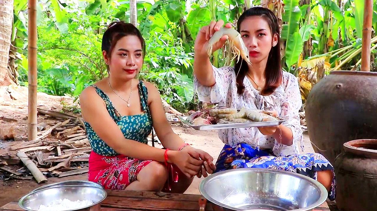 柬埔寨两姐妹:拿来10几只大虾!看看她们是怎么个吃法