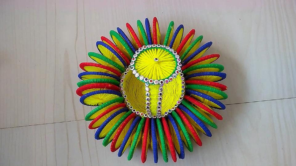 6皮筋和毛线做小篮子的方法  05:27  来源:好看视频-纸板剪成小圆形