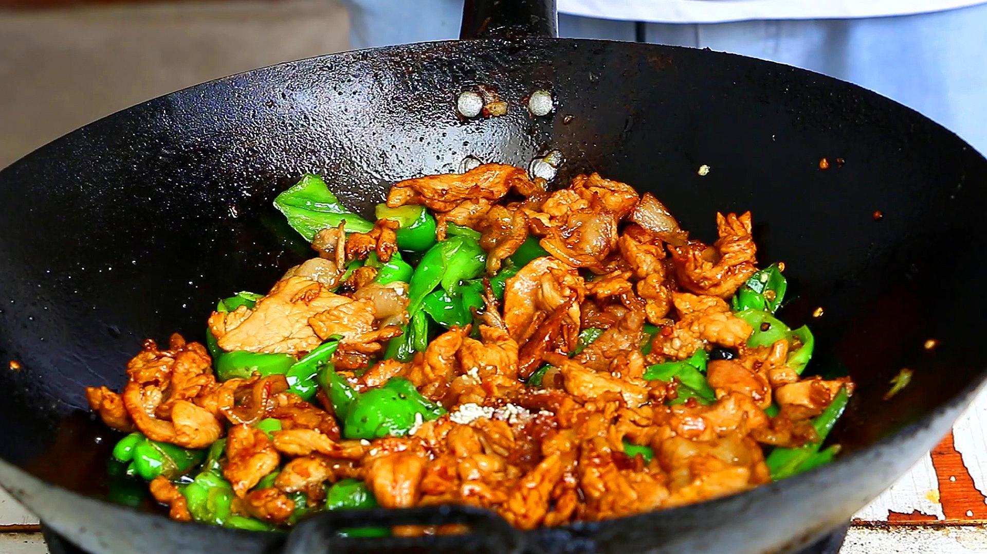 辣椒炒肉,到底是先炒辣椒还是先炒肉?很多人都做错,难怪不好吃