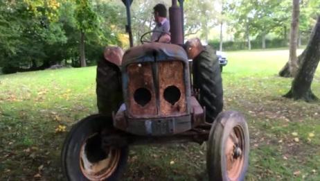 一台报废10几年的拖拉机,工程师只花几分钟就将它修好开走