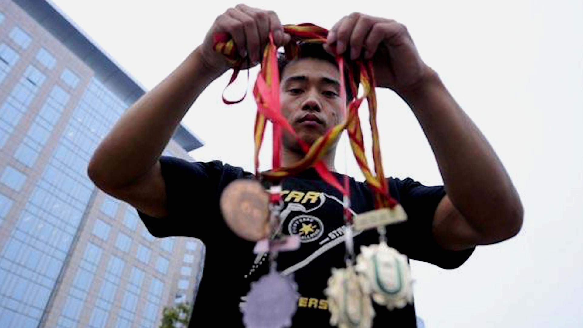 唏嘘!前体操冠军张尚武因偷窃再度入狱,曾150元卖掉大运会金牌