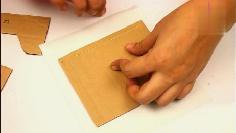 小伙用废纸板就能做出这么实用的收纳盒,这想法也太棒了!