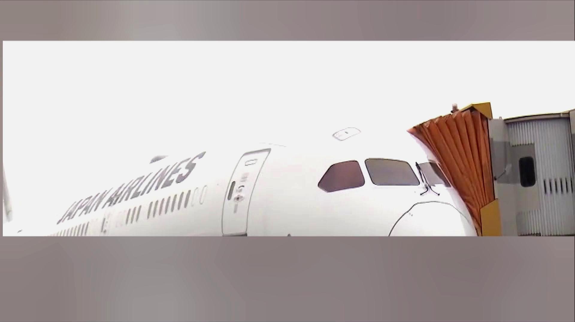 日航波音787驾驶舱玻璃开裂 波音你到底怎么了?