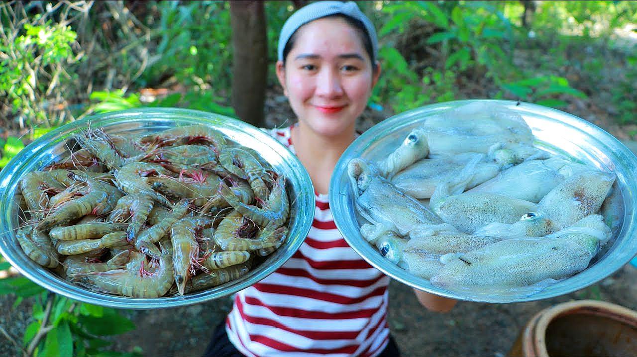 拿来一盘大虾、一盘鱿鱼,看看柬埔寨女子是什么吃法