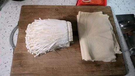 两张豆皮一把金针菇,耗油烧豆皮金针菇款,美味又下饭做起来简单