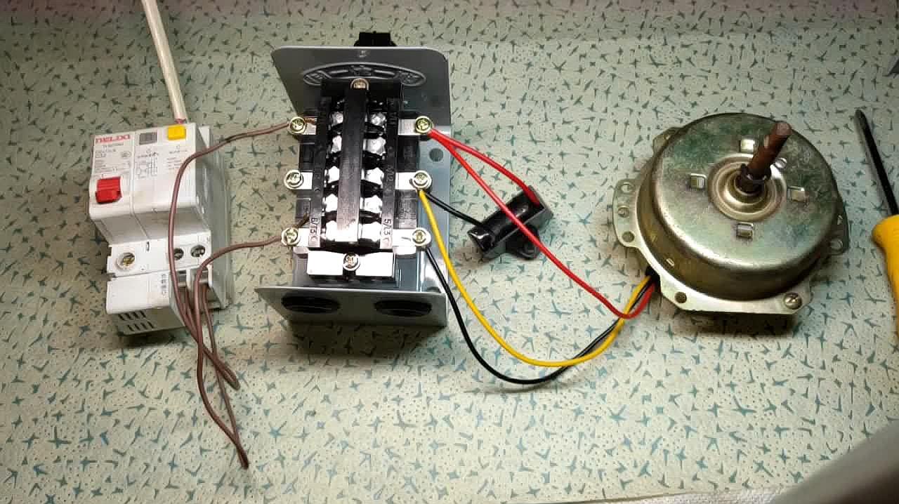 3相倒顺开关怎么控制单相电机的正反转?接线方法其实很简单