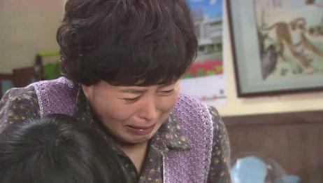 母亲痛苦不堪,儿子为了让母亲消气,往自己脸上抽嘴巴!