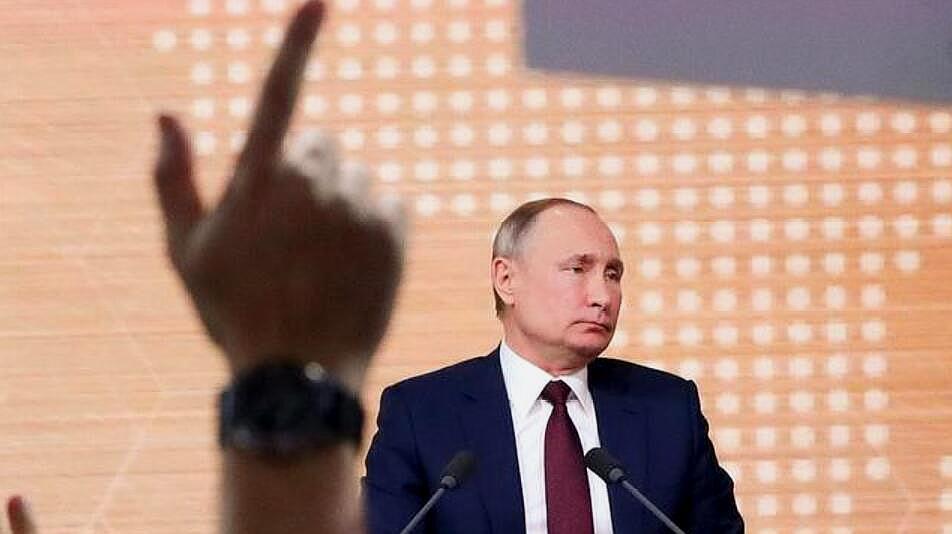 俄政府为何全体辞职?普京为接班人铺平道路?西方媒体躁动不安