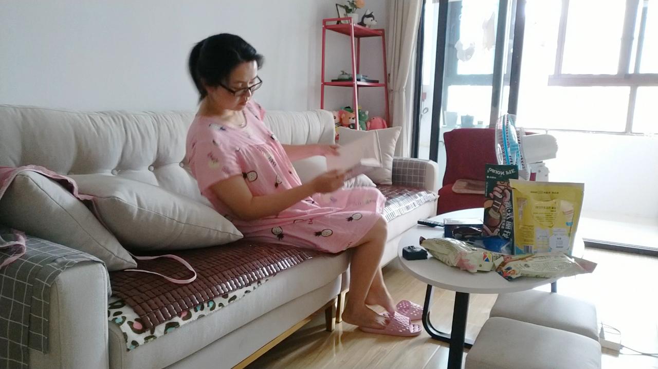 孕妈变成了糖妈 小梦在家控制饮食吃青菜啃大馍还要坚持多久
