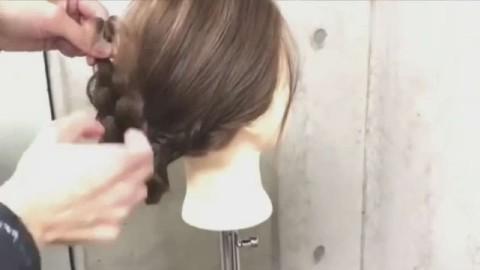 03:14  腾讯视频 简单公主头的扎发发型,展现出属于你的浪漫气质!