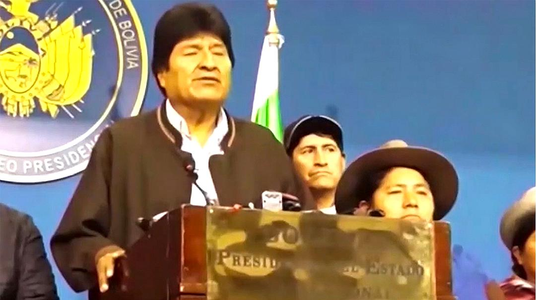 """玻利维亚总统莫拉莱斯宣布辞职,警员曾""""兵变""""倒戈加入游行队伍"""