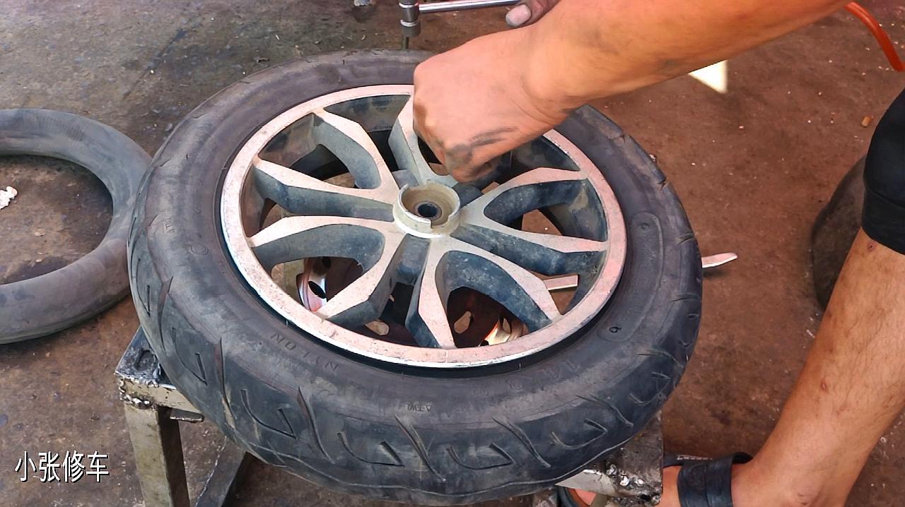 电动车真空胎老漏气;可以安装内胎吗?师傅带你实际操作看一下