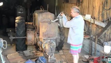 国外大爷修复一台报废的拖拉机! 别人欣赏古