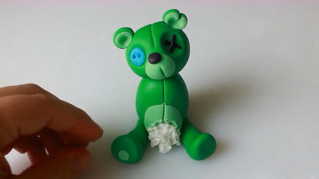 来源:好看视频-粘土软陶手工:diy创意手工制作戴帽子的可爱小熊 2漂亮