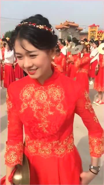 网红东明一号美女嘉娜,终于见到本人了,你喜欢吗
