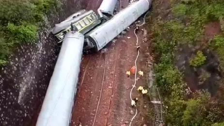国务院通报郴州脱轨事故:初步判断为泥石流滑坡引起列车侧翻