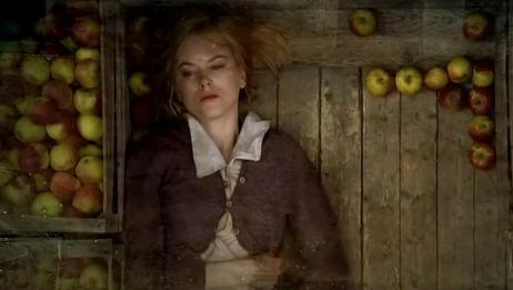 少女遭全村人侮辱,被村民拴上狗链子,过着暗无天日的生活