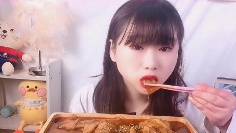 美女直播吃超辣宽粉,大口吞咽太爽了,我向往的生活