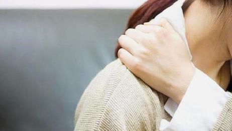 人到了50岁,为什么总会感觉到肩膀疼痛?或许和这3点有关,别大意