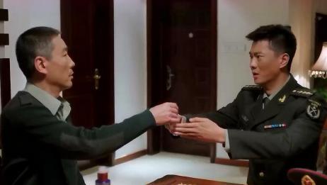 雪域雄鹰:首长请徐文强喝酒,感谢他把最宝贵的时间奉献给了雪鹰