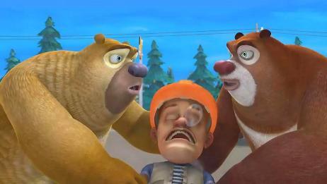 熊出没:光头强被小仓鼠折腾得一晚都没睡好,站着都睡着了