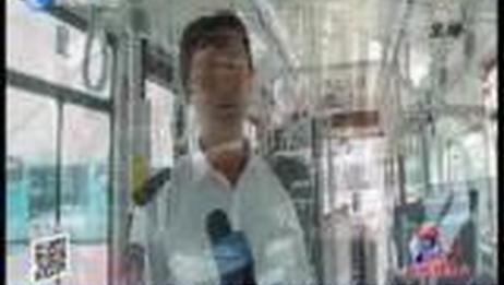 [今晚20分]外地游客公交车上出意外 司机乘客紧急救援