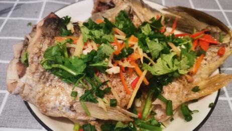 想吃清蒸鱼怕腥怎么办?一招帮你解决,做出来的鱼味道鲜美又好看!