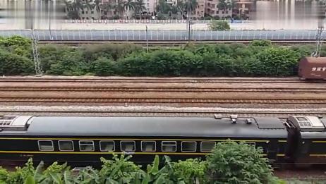 HXD3C型电力机车牵引K814次列车