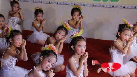19、蕾一班舞蹈《弯弯的月亮》佳宝乐幼儿园