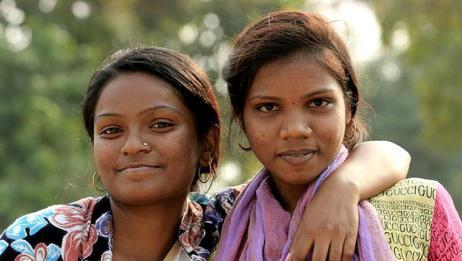 印度露天厕所居多,那印度女性如何保护隐私呢?让人心疼